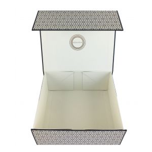 Decorative gift box with Abahna motif